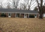 Foreclosed Home en GRAND CIRCLE DR, Maryland Heights, MO - 63043