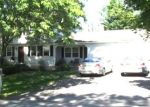 Foreclosed Home en CASTLEWOOD LN, Torrington, CT - 06790