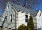 Foreclosed Home en SHORT BEACH RD, East Haven, CT - 06512