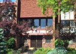 Foreclosed Home en N LOVERS LANE RD, Milwaukee, WI - 53225