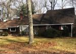 Foreclosed Home en W HILLS RD, Huntington, NY - 11743