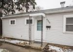 Foreclosed Home en W HOWARD AVE, Milwaukee, WI - 53221