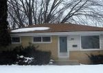 Foreclosed Home en W WINFIELD AVE, Milwaukee, WI - 53218