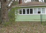 Foreclosed Home en GILL RD, Farmington, MI - 48335