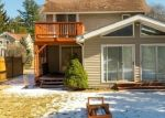 Foreclosed Home en GOLDEN HILL ST, Bethel, CT - 06801