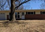 Foreclosed Home en LARRY DR, Florissant, MO - 63033