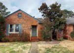 Foreclosed Home en KENMORE DR, Hampton, VA - 23661