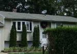 Foreclosed Home en E ELM ST, Central Islip, NY - 11722