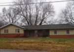 Foreclosed Home en N MARKET AVE, Bolivar, MO - 65613