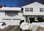 Foreclosed Home en SABAL DR, Waterbury, CT - 06708