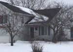 Foreclosed Home en W CARDINAL CIR, Oak Creek, WI - 53154