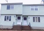 Foreclosed Home en HUNNIFORD ST, Manchester, CT - 06040