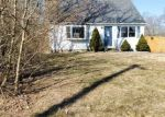 Foreclosed Home en WOODMERE DR, Mastic Beach, NY - 11951