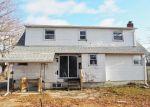 Foreclosed Home en 43RD ST, Lindenhurst, NY - 11757