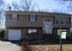 Foreclosed Home en CORNELL ST, Islip, NY - 11751
