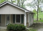 Foreclosed Home en DARNEAL AVE, Richmond, MO - 64085