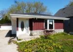 Foreclosed Home en S 43RD ST, Milwaukee, WI - 53220