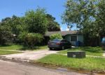 Foreclosed Home en WOODLAKE DR, Tampa, FL - 33615