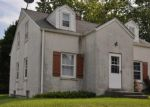 Foreclosed Home en W PARADISE DR, West Bend, WI - 53095