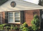 Foreclosed Home en W GOOD HOPE RD, Milwaukee, WI - 53224