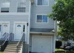Foreclosed Home en SILVER SANDS RD, East Haven, CT - 06512