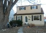 Foreclosed Home en S 102ND ST, Milwaukee, WI - 53214