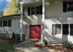 Foreclosed Home en WOODSEND AVE, Shelton, CT - 06484
