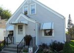 Foreclosed Home en S 15TH PL, Milwaukee, WI - 53221