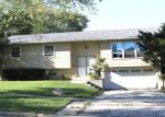 Foreclosed Home en HILLCREST AVE, Hanover Park, IL - 60133
