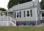 Foreclosed Home en MACARTHUR DR, Waterbury, CT - 06704
