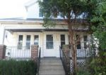 Foreclosed Home en S 15TH PL, Milwaukee, WI - 53215