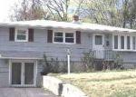 Foreclosed Home en HILLHOUSE RD, Waterbury, CT - 06705