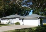 Foreclosed Home en SPRUCE PL, Saint Paul, MN - 55110
