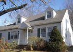 Foreclosed Home en OVERLOOK DR, Manchester, CT - 06042