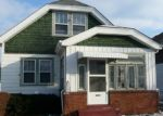 Foreclosed Home en S 92ND ST, Milwaukee, WI - 53227