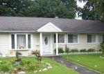 Foreclosed Home en LEONARD DR, Bridgeport, CT - 06606