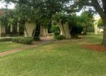 Foreclosed Home en SHOREWOOD DR, Lakeland, FL - 33803
