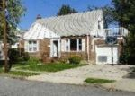 Foreclosed Home en CLARENDON DR, Valley Stream, NY - 11580