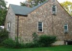 Foreclosed Home en PARKWAY DR, Stratford, CT - 06614