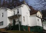 Foreclosed Home en GARDNER ST, Plymouth, PA - 18651