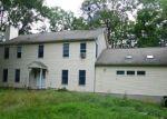 Foreclosed Home en RESERVOIR RD, Bethel, CT - 06801