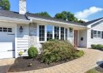 Foreclosed Home en CLEMENTS DR, Stratford, CT - 06614