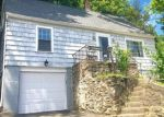 Foreclosed Home en ROCKY REST RD, Shelton, CT - 06484