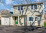 Foreclosed Home en CARLETON AVE, Islip Terrace, NY - 11752