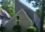 Foreclosed Home en DECKER RD, North Olmsted, OH - 44070