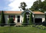 Foreclosed Home en ROBINWOOD DR, Shirley, NY - 11967