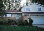 Foreclosed Home en SOMERVILLE DR, Bedford, OH - 44146