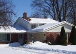 Foreclosed Home en DOROTHY DR, North Olmsted, OH - 44070