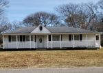 Foreclosed Home en RUGBY DR, Shirley, NY - 11967
