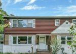 Foreclosed Home en CORLETT PL, Huntington Station, NY - 11746